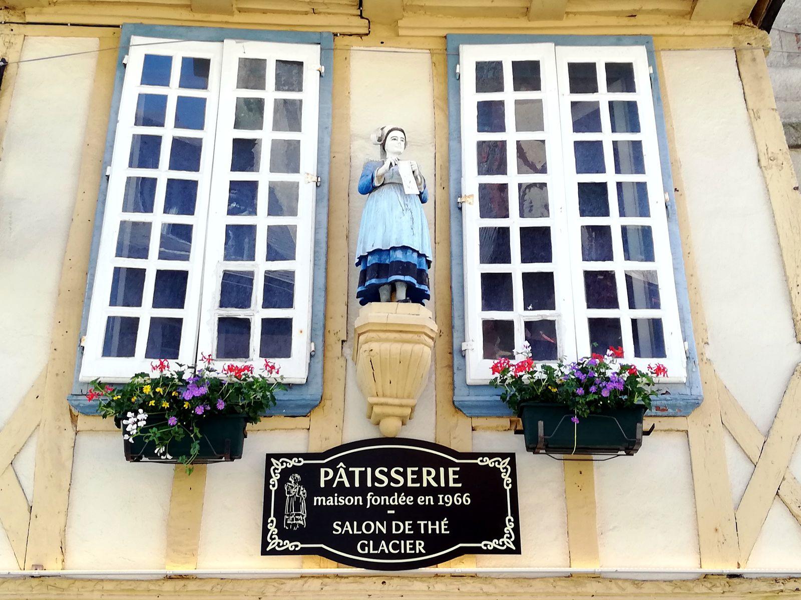 Statuette de bretonne Quimper