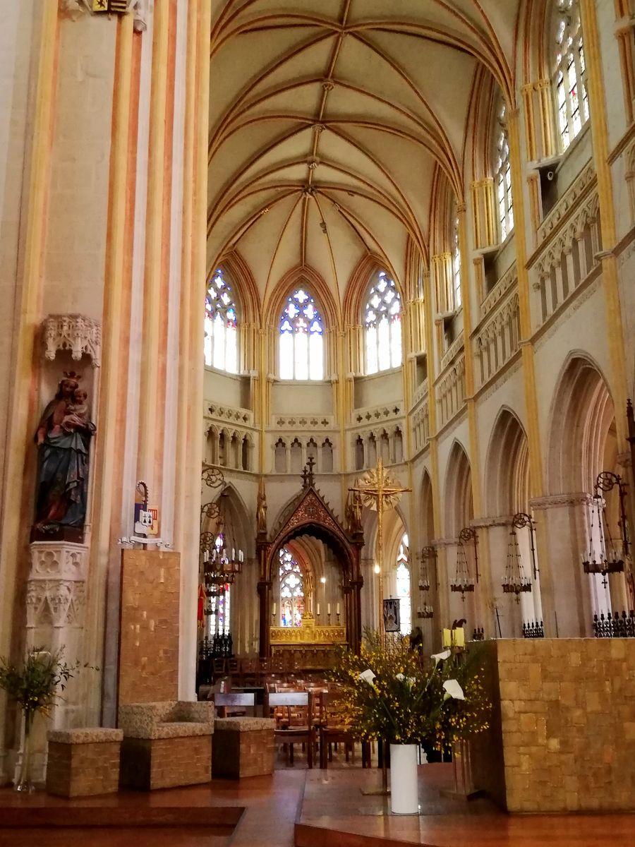 Visiter Quimper autel de la cathédrale