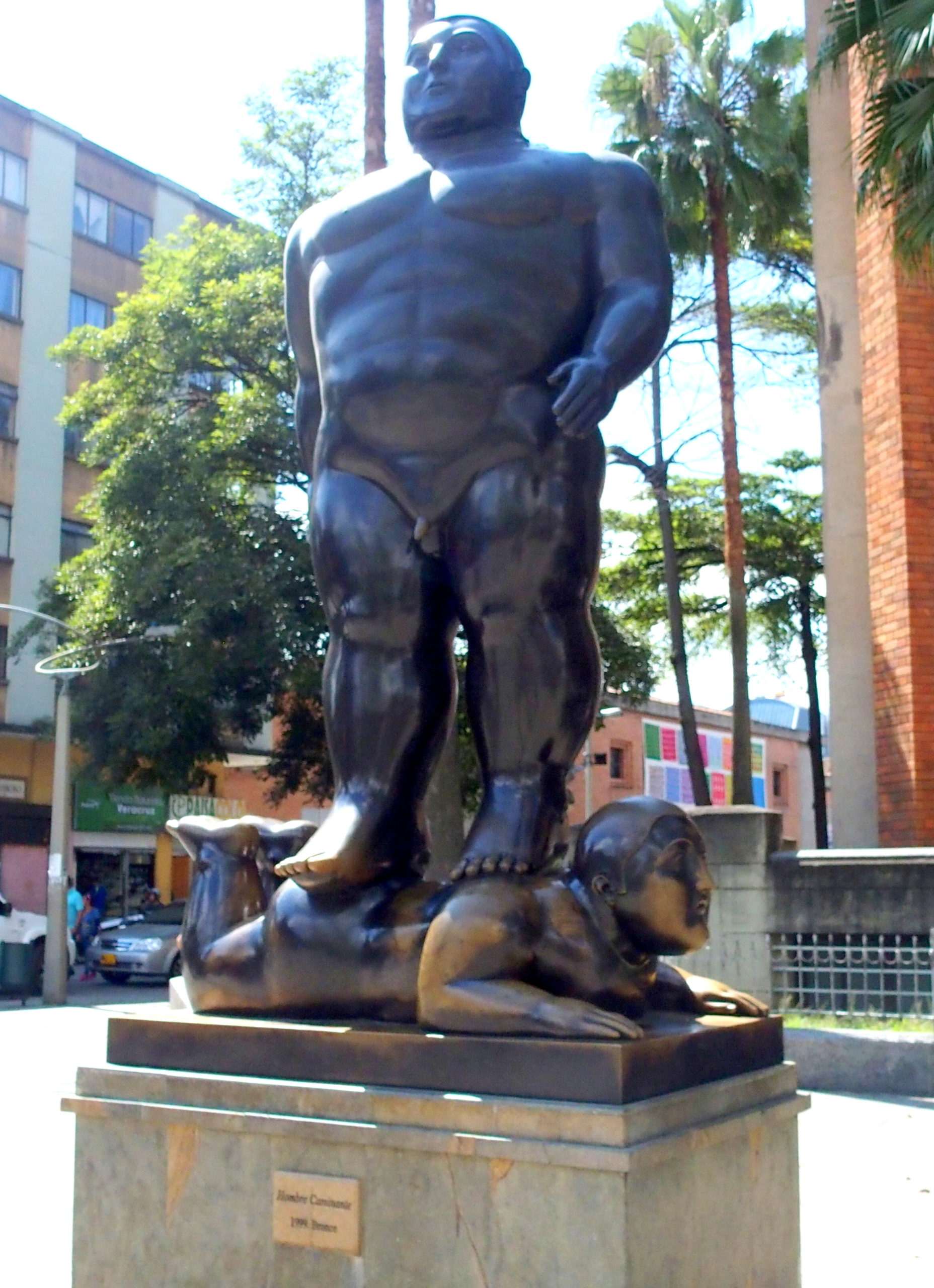 Botero L'homme en marche Medellin