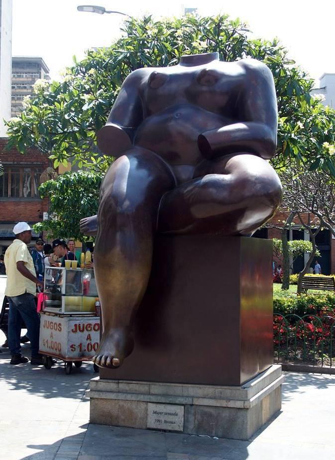 Sculptures de Botero Femme assise Medellin.