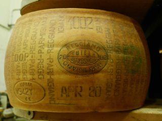 Savez-vous comment est fabriqué le Parmigiano Reggiano ?