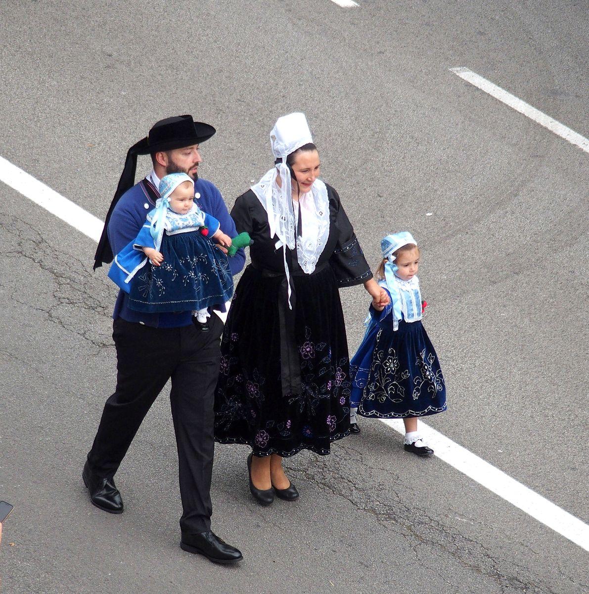 Famille bretonne Festival de Cornouaille Quimper